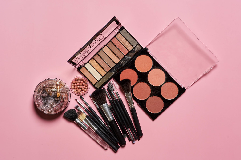 How to Pack Cosmetics for Shipping